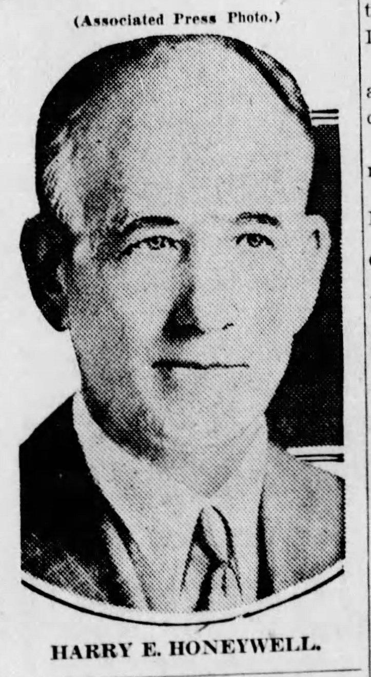 Harry Eugene Honeywell, pilot of the Peoria balloon that landed at Dixon, Missouri August, 1909.